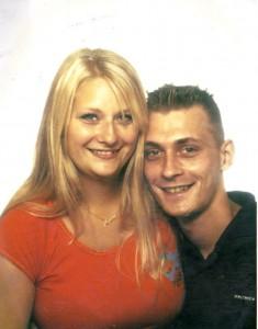 Anna Gjern Schou med sin bror Thomas. Privatfoto
